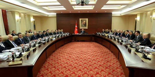 'Grev erteleme kararı yapılmayan Bakanlar Kurulu'nda, hayali bir toplantıda alındı'