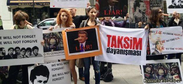 Gül'e New York'ta 'pinokyo'lu protesto