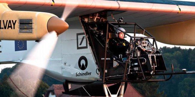 Güneş enerjisiyle çalışan uçak Dünya turuna çıktı