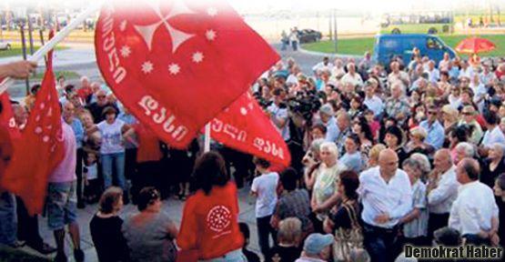 Gürcistan'da Türkiyelilere karşı yürüdüler