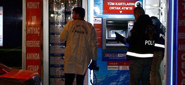 Güvenlikçileri bankamatiğe kilitleyip 2 milyonu çaldılar