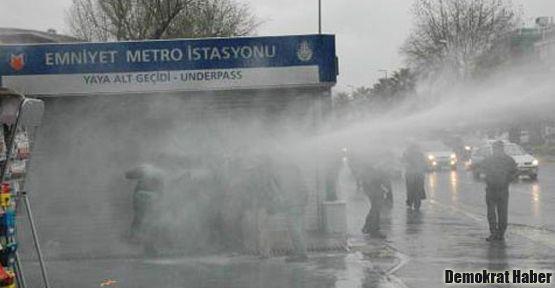 Baskın ve operasyonları protesto edenlere gaz bombası