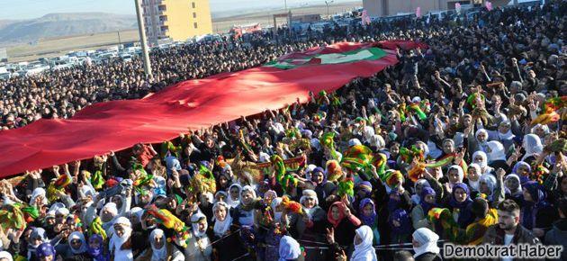 Halk Nusaybin'de örülen duvarı yıkmak istedi