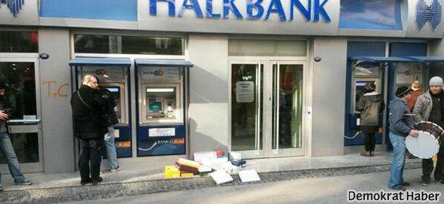 Halkbank, ayakkabı kutularıyla protesto edildi