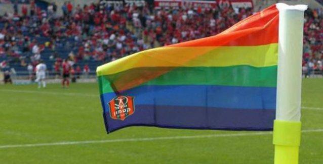 LGBTİ renkleri yeşil sahalarda