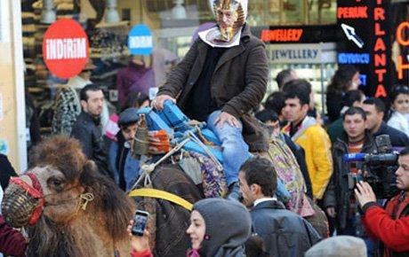 HAS Parti'den Taksim'de 'deve'li protesto