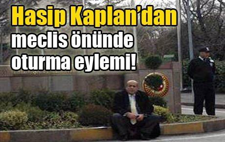 Hasip Kaplan'dan meclis önünde eylem