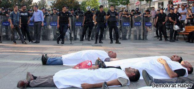 Hasta tutuklu için kefen ve tabutlu eylem