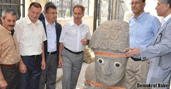 Hatay'da Suppiluliuma heykeli