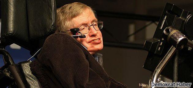 Hawking:  50 yıl içinde Ay'a göç başlayacak