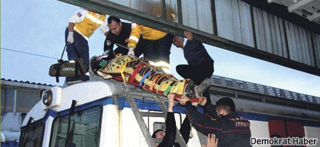 Haydarpaşa'da trenin üzerine çıkan turistleri elektrik çarptı