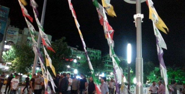 HDP afişleri asan öğrencilere saldırı