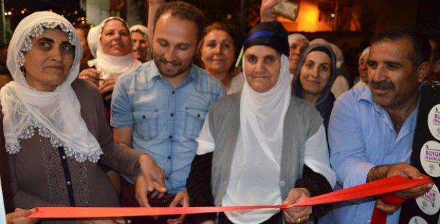 HDP, Gaziemir'deki bir seçim bürosunu 'Üç Fidan' anısına açtı