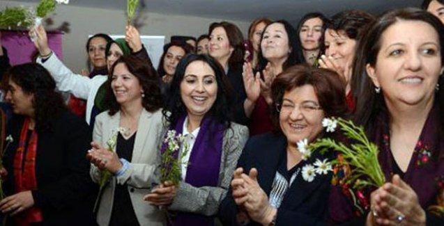 HDP'li kadın vekillerden 'Kadın Meclis Grubu'