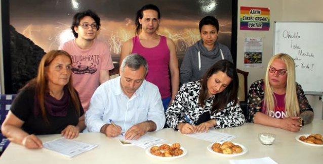 HDP'nin Mersin adayları LGBTİ Hakları Sözleşmesi'ni imzaladı