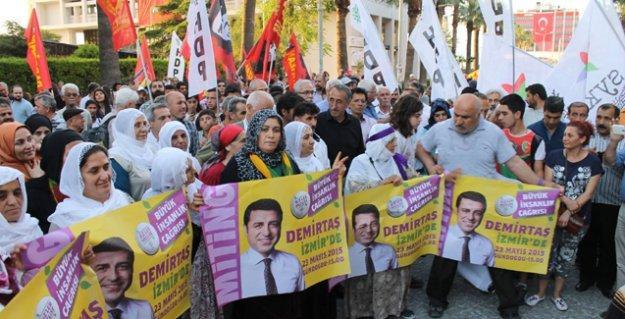 HDP'ye saldırılar İzmir'de protesto edildi