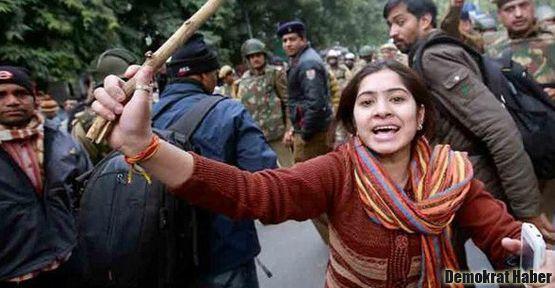 Hindistan'da tecavüzcüleri döverek öldürdüler