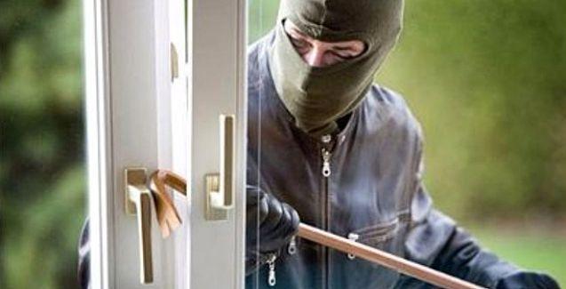 Hırsız kapıyı çaldı