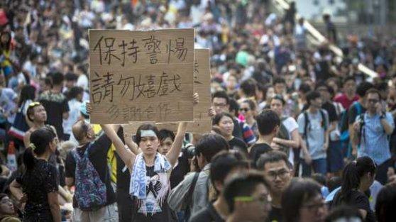 Hong Kong'ta gösteriler büyüyor