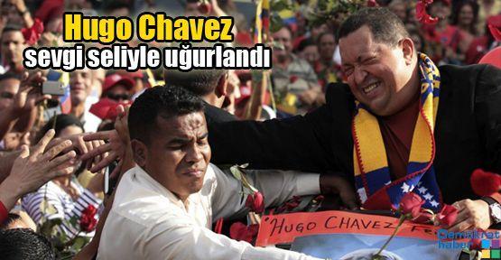 Hugo Chavez sevgi seliyle uğurlandı