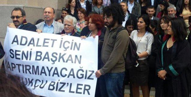 'Hukukçu Bizler' ismiyle bir araya gelen avukatlar HDP'ye destek açıklaması yaptı