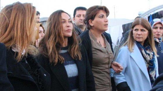 Hülya Avşar Kobanili kadınları ziyaret etti