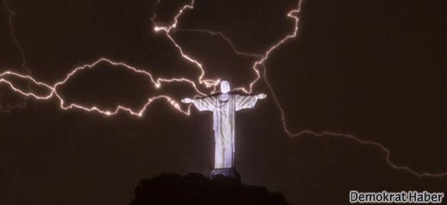 Hz. İsa heykeline yıldırım düştü