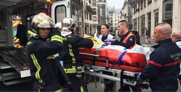 İslamcılar Fransa'da mizah dergisi basıp çok sayıda insanı katletti