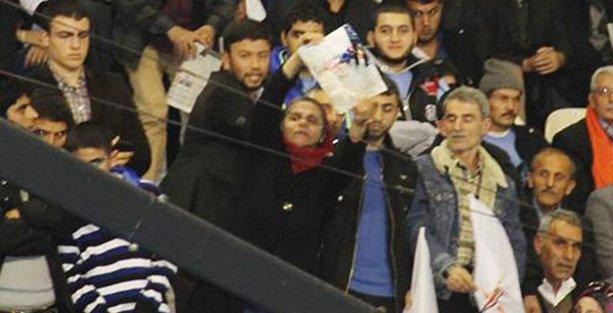 İbrahim Aras'ın annesi AKP kongresinde haykırdı: 'Oğlumu öldürdünüz!'