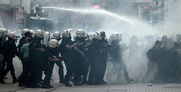 İHD: Taksim'de 76 kişi gözaltına alındı