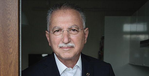 İhsanoğlu, 'Ekmek için Ekmeleddin' sloganını yorumladı