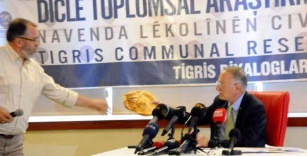 İhsanoğlu'na Diyarbakır'da 'tandır ekmeği'yle dil protestosu