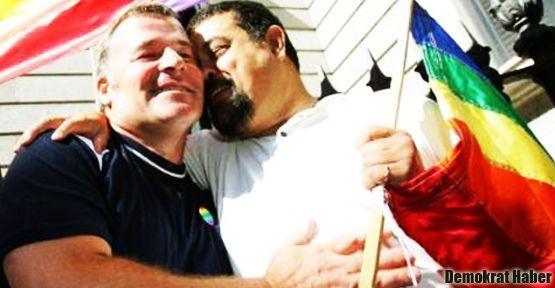 İngiltere'de eşcinsel evlilik yasal statüye kavuştu