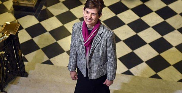 İngiltere'de ilk defa kadın piskopos atandı