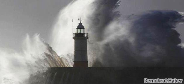 İngiltere'de son yılların en büyük fırtınası