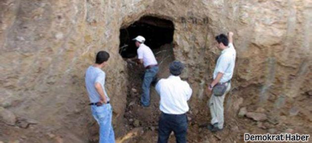 İnşaat kazısında 2 bin 300 yıllık mezar odaları