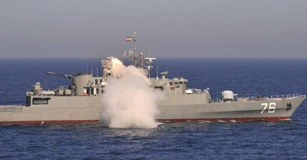 İran, Yemen açıklarına 2 savaş gemisi gönderdi