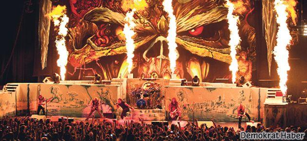 Iron Maiden konserinde Gezi'ye selam