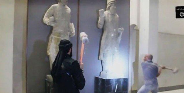 IŞİD'den yeni kültür katliamı: Heykelleri parçaladılar