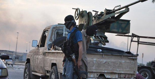 IŞİD, Irak'ta bir askeri üssü daha ele geçirdi