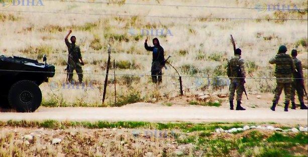 IŞİD militanları sınırda askerlerle böyle görüntülendi!
