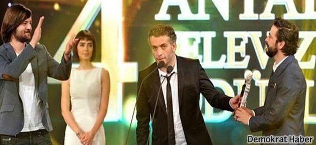 'İşler Güçler' ekibi aldığı ödülü '70'lik ayranla' kutlayacak