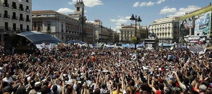 İspanya'da 'Öfkeliler' siyasi hareketi büyüyor...