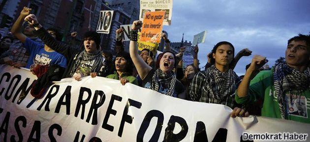 İspanya'da öğrenciler yine grevde