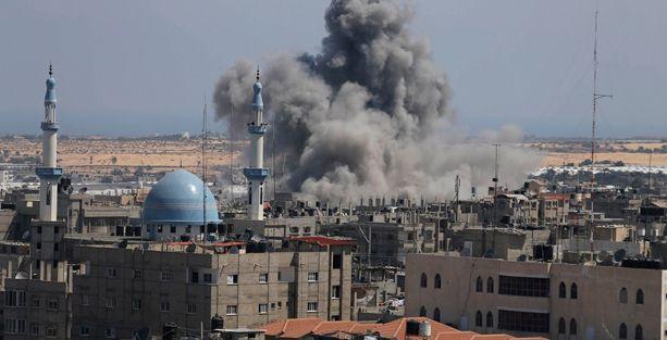 İsrail ateşkesten 2 saat sonra Gazze'yi vurdu