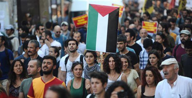 İsrail'in saldırıları İstanbul'da protesto edildi