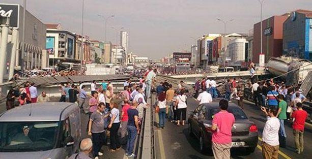 İstanbul Avcılar'da üst geçit çöktü!