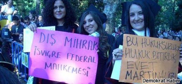 İstanbul Üniversitesi mezuniyetinde Gezi eylemi