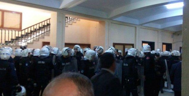 İstanbul Üniversitesi'nde polis kampüsleri bastı: Gözaltılar var