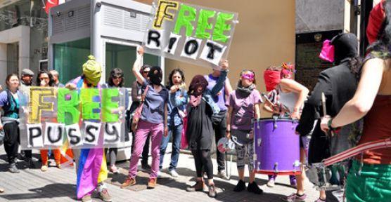 İstanbul'da Pussy Riot'a özgürlük istediler